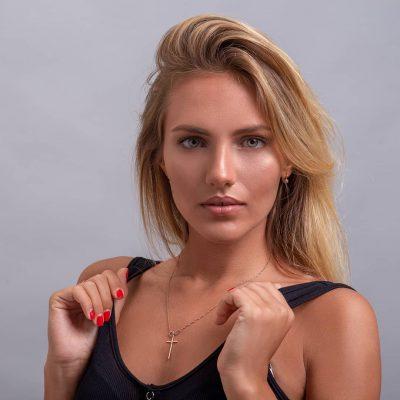 Fotos tipo retrato para esta bonita modelo