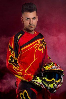 fotos de Antonio con su ropa de motocross . Como parte de vuestro book siempre intento hacer algúm cambio de ropa original