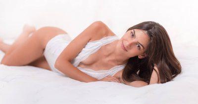 Fotografía boudoir es muy importante un lugar tranquilo para conseguir expresiones bonitas y probar mejores poses para el cuerpo.