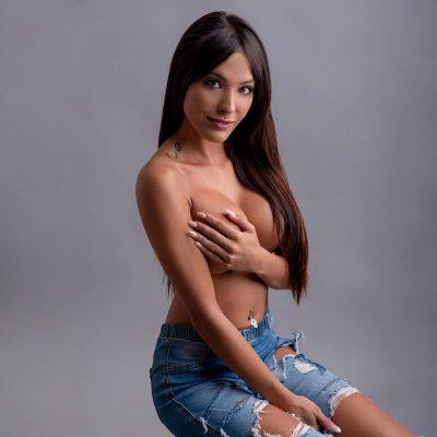 La fotografía boudoir con retratos sensuales y desnudos se pueden hacer tranquilamente en estudio