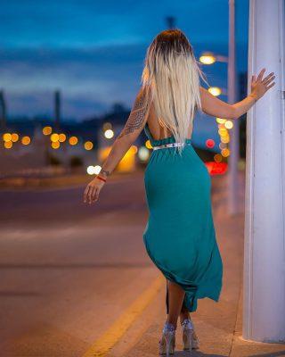 Utilizar las luces de Valencia en la noche le da un ambiente muy chulo a las fotos