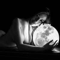 Andrea y sus fotos desnudo artistico con luna llena