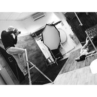 Foto de Jonathan trabajando en estudio jonathanfoto