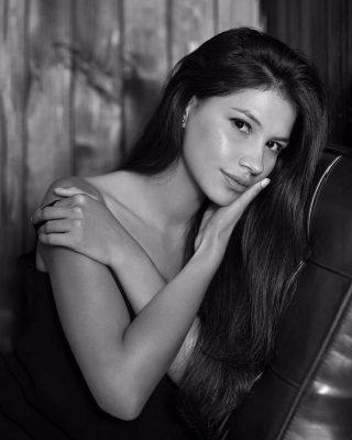 Josselyn fotos tipo retrato en blanco y negro en estudio