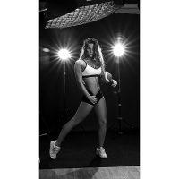 Foto que se aprecia la iluminación que utilizo como fotógrafo en Valencia para esta foto fitness.